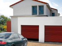 Porte double de garage rouge