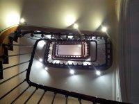 Éclairage LED pour tableaux dans escalier